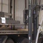 Verladung von fertigen Metallteilen